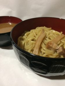 調理済みのローソン焼豚つけ麺の写真