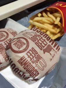マクドナルドのポテトLとハンバーガーの写真