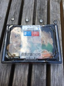 ローソンの直火焼ねぎ塩豚カルビ弁当(もち麦入りご飯)の写真