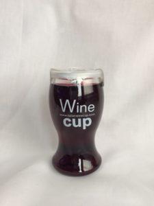 デ・アンジェリ社(イタリア)のカップワイン(赤)の写真