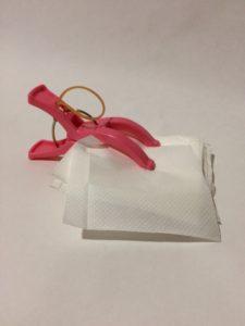 紙ナプキンをスマホのカメラのレンズ拭きにリサイクルした画像