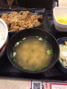 吉野家の牛皿定食の写真