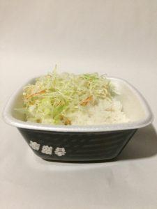 吉野家のおろしから揚げ丼(ごはんと生野菜)の写真
