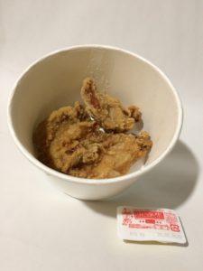 吉野家のおろしから揚げ丼(から揚げとマヨネーズ)の写真
