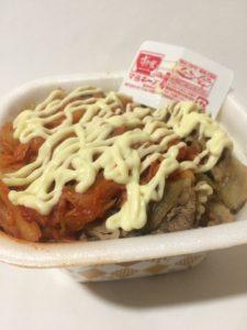 すき家のマヨキムチ牛丼(持ち帰り)の写真