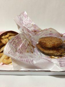 マクドナルドのごはんてりやきとLサイズポテトのセットの写真